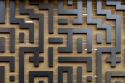 Façade retail luxe en forme de labyrinthe
