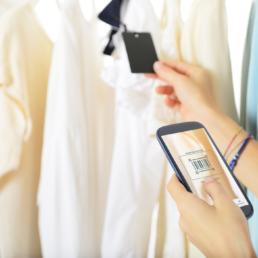Clear Fashion l'application de notation de l'impact environnemental et sociétal du produit de mode se met au scan de codes-barres