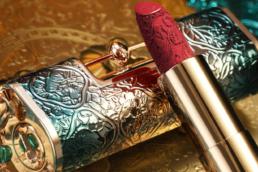 La marque de C-beauty Florasis distille des références culturelles chinoise à l'ensemble de son mix marketing