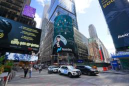 Florasis s'offre une vue imprenable sur Time Square à New York en octobre 2020